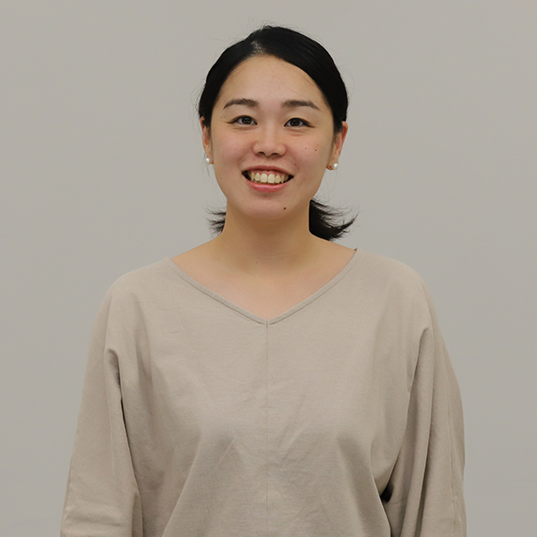 Mina Izumi Senior Managerの顔写真